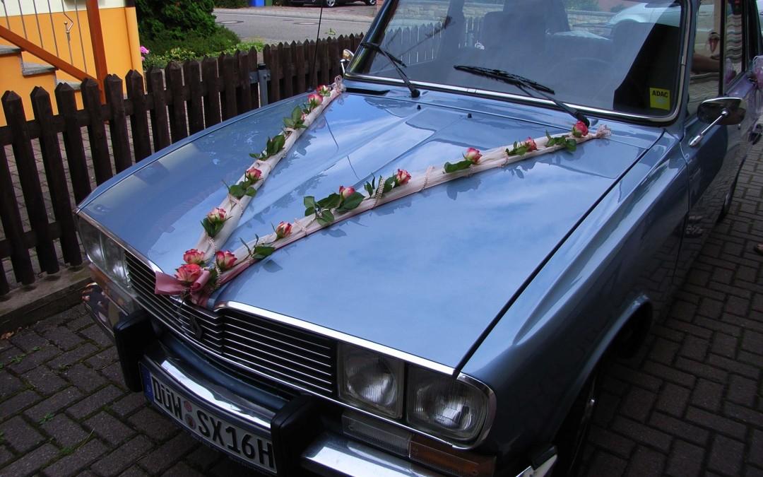 Renault 16 als Hochzeitskutsche